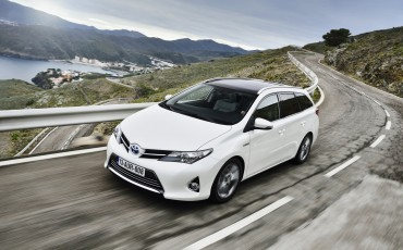 1302-01-Toyota_Auris_Touring_Sports.jpg