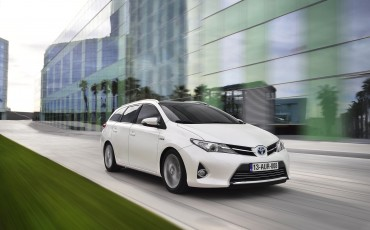 1302-02-Toyota_Auris_Touring_Sports.jpg