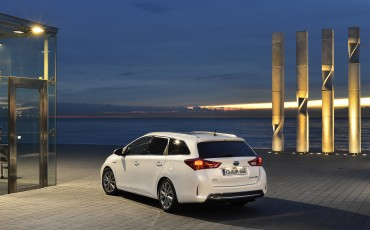 1302-07-Toyota_Auris_Touring_Sports.jpg