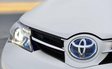 1302-08-Toyota_Auris_Touring_Sports