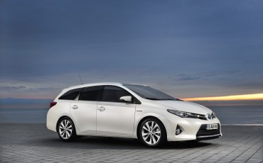 1302-Toyota_Auris_Touring_Sports.jpg