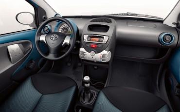 130812-10-Toyota_Aygo_Dynamic_Blue.jpg