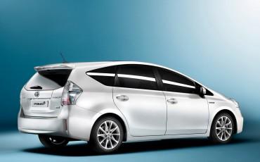 2012_01_Prius Wagon_1