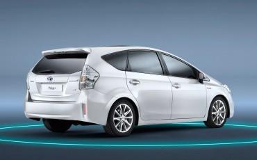 2012_01_Prius Wagon_4