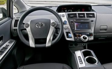 2012_05_Prius Wagon_1