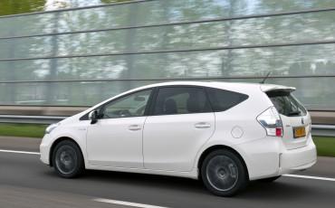 2012_05_Prius Wagon_16
