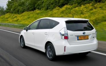 2012_05_Prius Wagon_18