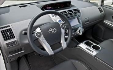 2012_05_Prius Wagon_2