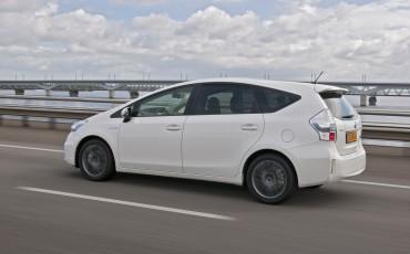 2012_05_Prius Wagon_20