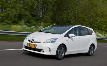 2012_05_Prius Wagon_21