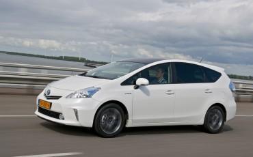 2012_05_Prius Wagon_22