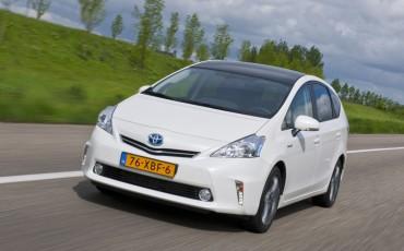 2012_05_Prius Wagon_23