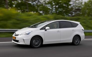 2012_05_Prius Wagon_24