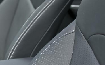 2012_05_Prius Wagon_3