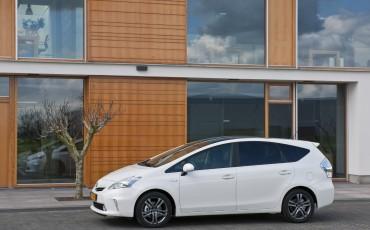 2012_05_Prius Wagon_8