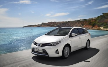 20130628_02-Toyota_Auris_Touring_Sports.jpg