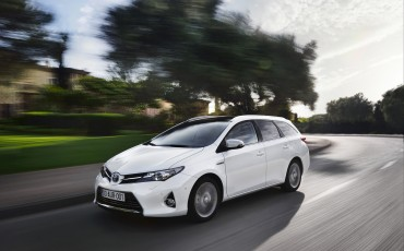 20130628_04-Toyota_Auris_Touring_Sports.jpg