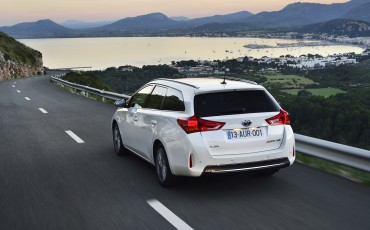 20130628_05-Toyota_Auris_Touring_Sports.jpg