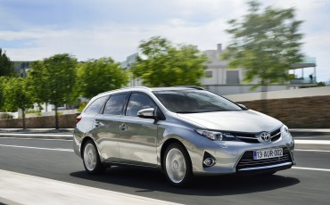 20130628_06-Toyota_Auris_Touring_Sports.jpg