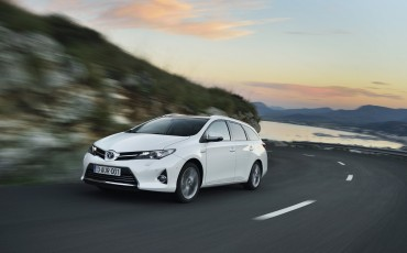 20130628_07-Toyota_Auris_Touring_Sports.jpg