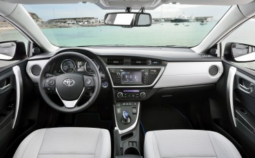 20130628_18-Toyota_Auris_Touring_Sports.jpg