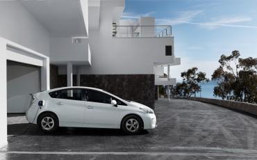 2013070801_Toyota_Prius_Plug-in_Hybrid.jpg