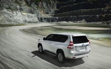 2013_08_26-03-Toyota-Land-Cruiser-2013-exterieur.jpg