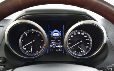 2013_08_26-07-Toyota-Land-Cruiser-2013-interieur.jpg