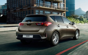 20140815_01-Toyota_verscherpt_prijzen_Auris_en_introduceert_Auris_Touring_Sports_Hybrid_Lease_Exclusive-Toyota_Auris_Touring_Sports_Hybrid_Lease_Exclusive