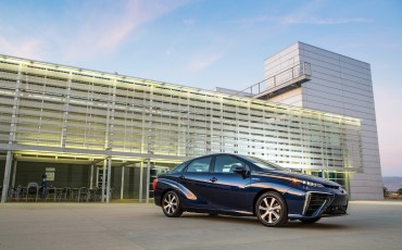 20141118-04-Toyota-introduceert-de-Toyota-Mirai-Fuel-Cell-Brandstof-Auto-op-waterstof