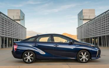 20141118-05-Toyota-introduceert-de-Toyota-Mirai-Fuel-Cell-Brandstof-Auto-op-waterstof