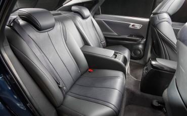 20141118-11-Toyota-introduceert-de-Toyota-Mirai-Fuel-Cell-Brandstof-Auto-op-waterstof