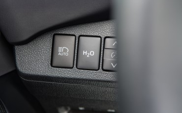 20141118-12-Toyota-introduceert-de-Toyota-Mirai-Fuel-Cell-Brandstof-Auto-op-waterstof
