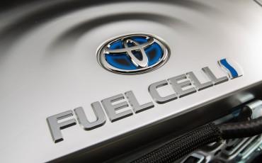 20141118-14-Toyota-introduceert-de-Toyota-Mirai-Fuel-Cell-Brandstof-Auto-op-waterstof
