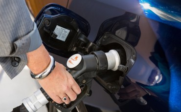 20141118-15-Toyota-introduceert-de-Toyota-Mirai-Fuel-Cell-Brandstof-Auto-op-waterstof