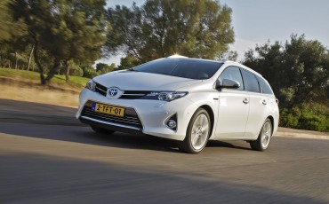 20150113-01-Toyota-Auris-Touring-Sports.jpg