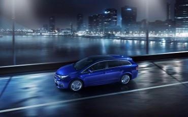 20150303-01-De-nieuwe-Toyota-Avensis-overtuigende-zakenauto-met-veel-actieve-veiligheid.jpg