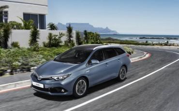 Nieuwe Toyota Auris: nieuwe motoren en veiliger