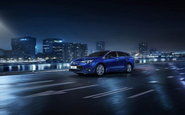 20150303-02-De-nieuwe-Toyota-Avensis-overtuigende-zakenauto-met-veel-actieve-veiligheid.jpg