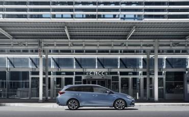 20150303-02-Nieuwe-Toyota-Auris-nieuwe-motoren-en-veiliger.jpg