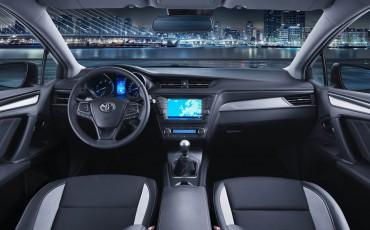 20150303-07-De-nieuwe-Toyota-Avensis-overtuigende-zakenauto-met-veel-actieve-veiligheid.jpg