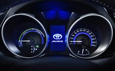 20150303-07-Nieuwe-Toyota-Auris-nieuwe-motoren-en-veiliger.jpg