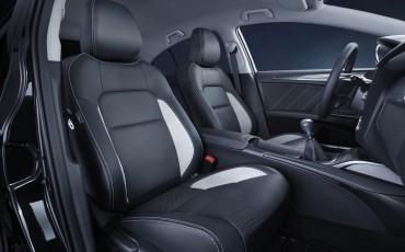 20150303-08-De-nieuwe-Toyota-Avensis-overtuigende-zakenauto-met-veel-actieve-veiligheid.jpg