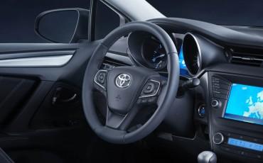 20150303-09-De-nieuwe-Toyota-Avensis-overtuigende-zakenauto-met-veel-actieve-veiligheid.jpg