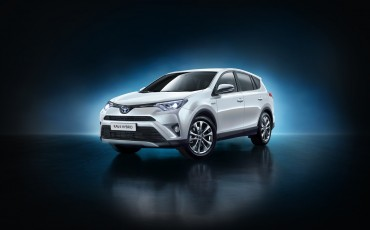 20150402-01-Nieuwe-Toyota-RAV4-Hybrid-heeft-standaard-All-Wheel-Drive
