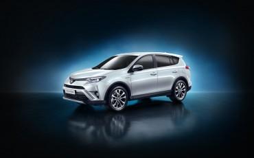 20150402-02-Nieuwe-Toyota-RAV4-Hybrid-heeft-standaard-All-Wheel-Drive.jpg