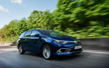 20150602-01-Nieuwe-Toyota-Auris-de-enige-14-procent-Wagon-met-standaard-automaat-en-up-to-date-actieve-veiligheid-Touring-Sports.jpg