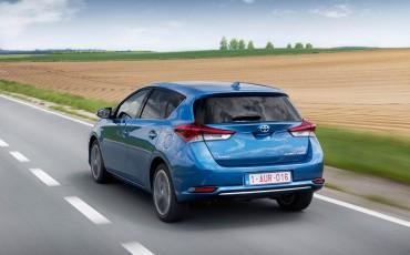 20150602-04-Nieuwe-Toyota-Auris-de-enige-14-procent-Wagon-met-standaard-automaat-en-up-to-date-actieve-veiligheid-Hatchback.jpg
