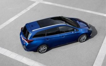 20150602-11-Nieuwe-Toyota-Auris-de-enige-14-procent-Wagon-met-standaard-automaat-en-up-to-date-actieve-veiligheid-Touring-Sports.jpg