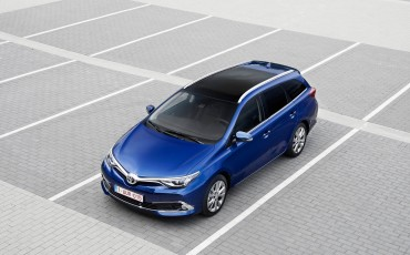 20150602-13-Nieuwe-Toyota-Auris-de-enige-14-procent-Wagon-met-standaard-automaat-en-up-to-date-actieve-veiligheid-Touring-Sports.jpg